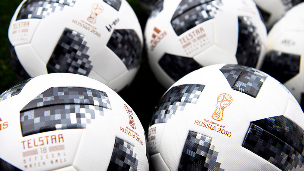 Villarreal (Spain), 02/06/2018.- The Adidas Telstar ball, official match ball of the FIFA World Cup 2018, on display before a training session of Switzerland at La Ceramica stadium in Villarreal, Spain, 02 June 2018. The Swiss team will face Spain in their International Friendly soccer match in Villarreal on 03 June 2018. (España, Mundial de Fútbol, Futbol, Amistoso, Suiza) EFE/EPA/LAURENT GILLIERON