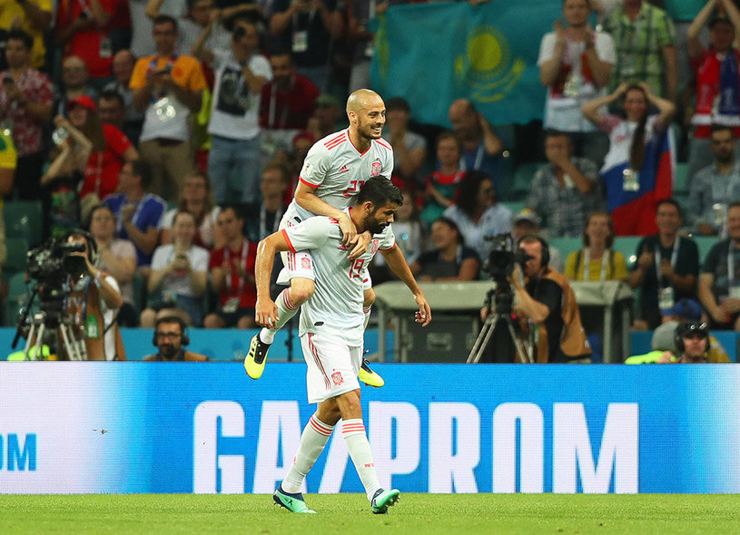 Sochi (Russian Federation), 15/06/2018.- Diego Costa (bottom) of Spain celebrates with his teammate David Silva (up) after scoring the 1-1 equalizer during the FIFA World Cup 2018 group B preliminary round soccer match between Portugal and Spain in Sochi, Russia, 15 June 2018. (RESTRICTIONS APPLY: Editorial Use Only, not used in association with any commercial entity - Images must not be used in any form of alert service or push service of any kind including via mobile alert services, downloads to mobile devices or MMS messaging - Images must appear as still images and must not emulate match action video footage - No alteration is made to, and no text or image is superimposed over, any published image which: (a) intentionally obscures or removes a sponsor identification image; or (b) adds or overlays the commercial identification of any third party which is not officially associated with the FIFA World Cup) (España, Mundial de Fútbol, Rusia) EFE/EPA/FRIEDEMANN VOGEL EDITORIAL USE ONLY