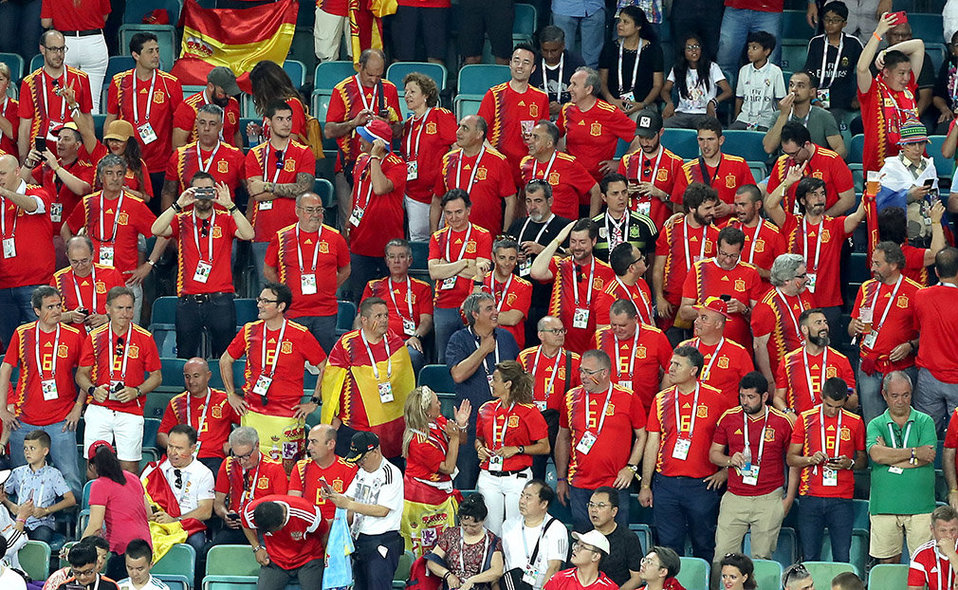 Sochi (Russian Federation), 15/06/2018.- Supporters of Spain during the FIFA World Cup 2018 group B preliminary round soccer match between Portugal and Spain in Sochi, Russia, 15 June 2018. (RESTRICTIONS APPLY: Editorial Use Only, not used in association with any commercial entity - Images must not be used in any form of alert service or push service of any kind including via mobile alert services, downloads to mobile devices or MMS messaging - Images must appear as still images and must not emulate match action video footage - No alteration is made to, and no text or image is superimposed over, any published image which: (a) intentionally obscures or removes a sponsor identification image; or (b) adds or overlays the commercial identification of any third party which is not officially associated with the FIFA World Cup) (España, Mundial de Fútbol, Rusia) EFE/EPA/MOHAMED MESSARA EDITORIAL USE ONLY