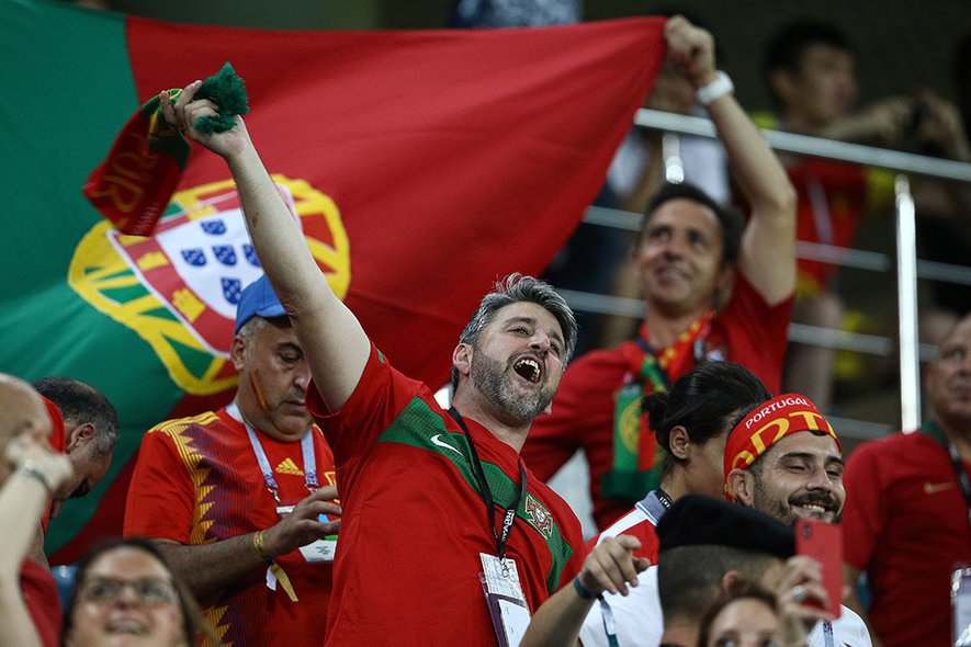 FWC04-23. Sochi (Russian Federation), 15/06/2018.- Supporters of Portugal cheer before the FIFA World Cup 2018 group B preliminary round soccer match between Portugal and Spain in Sochi, Russia, 15 June 2018, 15 June 2018.  (RESTRICTIONS APPLY: Editorial Use Only, not used in association with any commercial entity - Images must not be used in any form of alert service or push service of any kind including via mobile alert services, downloads to mobile devices or MMS messaging - Images must appear as still images and must not emulate match action video footage - No alteration is made to, and no text or image is superimposed over, any published image which: (a) intentionally obscures or removes a sponsor identification image; or (b) adds or overlays the commercial identification of any third party which is not officially associated with the FIFA World Cup) (España, Mundial de Fútbol, Rusia) EFE/EPA/PAULO NOVAIS EDITORIAL USE ONLY