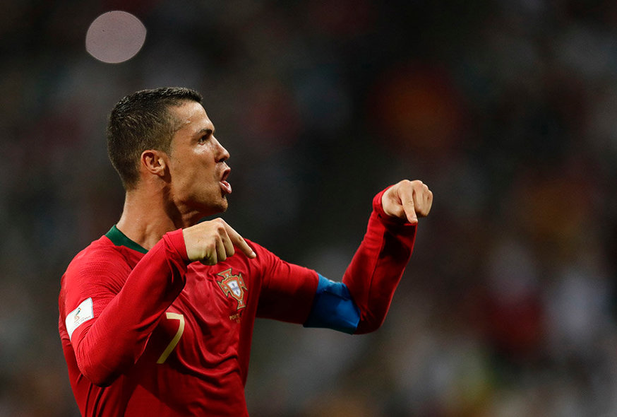 Sochi (Russian Federation), 15/06/2018.- Cristiano Ronaldo of Portugal celebrates after scoring the 3-3 goal during the FIFA World Cup 2018 group B preliminary round soccer match between Portugal and Spain in Sochi, Russia, 15 June 2018. (RESTRICTIONS APPLY: Editorial Use Only, not used in association with any commercial entity - Images must not be used in any form of alert service or push service of any kind including via mobile alert services, downloads to mobile devices or MMS messaging - Images must appear as still images and must not emulate match action video footage - No alteration is made to, and no text or image is superimposed over, any published image which: (a) intentionally obscures or removes a sponsor identification image; or (b) adds or overlays the commercial identification of any third party which is not officially associated with the FIFA World Cup) (España, Mundial de Fútbol, Rusia) EFE/EPA/RONALD WITTEK EDITORIAL USE ONLY