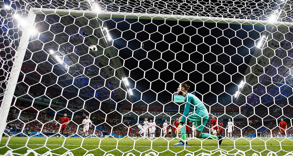 Sochi (Russian Federation), 15/06/2018.- Goalkeeper David de Gea of Spain is beaten as Portugal score the 3-3 equaliser during the FIFA World Cup 2018 group B preliminary round soccer match between Portugal and Spain in Sochi, Russia, 15 June 2018. (RESTRICTIONS APPLY: Editorial Use Only, not used in association with any commercial entity - Images must not be used in any form of alert service or push service of any kind including via mobile alert services, downloads to mobile devices or MMS messaging - Images must appear as still images and must not emulate match action video footage - No alteration is made to, and no text or image is superimposed over, any published image which: (a) intentionally obscures or removes a sponsor identification image; or (b) adds or overlays the commercial identification of any third party which is not officially associated with the FIFA World Cup) (España, Mundial de Fútbol, Rusia) EFE/EPA/RONALD WITTEK EDITORIAL USE ONLY