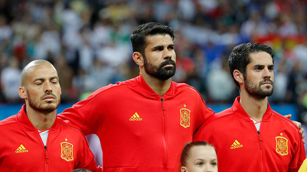 Kazan (Russian Federation), 20/06/2018.- (L-R) David Silva, Diego Costa and Isco of Spain before the FIFA World Cup 2018 group B preliminary round soccer match between Iran and Spain in Kazan, Russia, 20 June 2018. (RESTRICTIONS APPLY: Editorial Use Only, not used in association with any commercial entity - Images must not be used in any form of alert service or push service of any kind including via mobile alert services, downloads to mobile devices or MMS messaging - Images must appear as still images and must not emulate match action video footage - No alteration is made to, and no text or image is superimposed over, any published image which: (a) intentionally obscures or removes a sponsor identification image; or (b) adds or overlays the commercial identification of any third party which is not officially associated with the FIFA World Cup) (España, Mundial de Fútbol, Rusia) EFE/EPA/ROBERT GHEMENT EDITORIAL USE ONLY