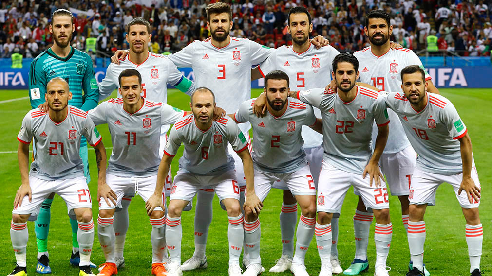 Kazan (Russian Federation), 20/06/2018.- The starting eleven of Spain during the FIFA World Cup 2018 group B preliminary round soccer match between Iran and Spain in Kazan, Russia, 20 June 2018. (RESTRICTIONS APPLY: Editorial Use Only, not used in association with any commercial entity - Images must not be used in any form of alert service or push service of any kind including via mobile alert services, downloads to mobile devices or MMS messaging - Images must appear as still images and must not emulate match action video footage - No alteration is made to, and no text or image is superimposed over, any published image which: (a) intentionally obscures or removes a sponsor identification image; or (b) adds or overlays the commercial identification of any third party which is not officially associated with the FIFA World Cup) (España, Mundial de Fútbol, Rusia) EFE/EPA/DIEGO AZUBEL EDITORIAL USE ONLY