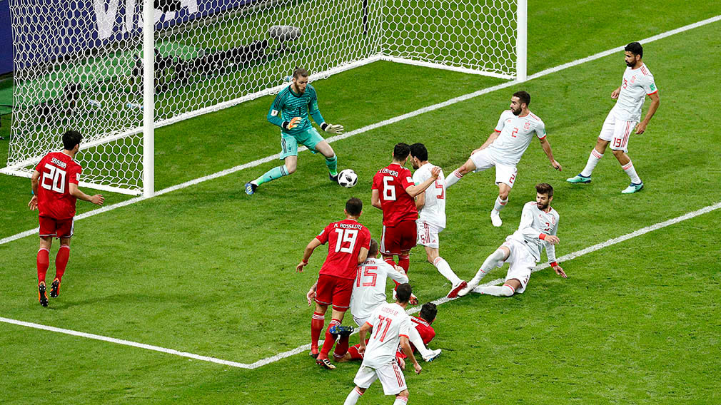 Kazan (Russian Federation), 20/06/2018.- Saeid Ezatolahi of Iran (C-L) scores a goal that is ruled offside during the FIFA World Cup 2018 group B preliminary round soccer match between Iran and Spain in Kazan, Russia, 20 June 2018. (RESTRICTIONS APPLY: Editorial Use Only, not used in association with any commercial entity - Images must not be used in any form of alert service or push service of any kind including via mobile alert services, downloads to mobile devices or MMS messaging - Images must appear as still images and must not emulate match action video footage - No alteration is made to, and no text or image is superimposed over, any published image which: (a) intentionally obscures or removes a sponsor identification image; or (b) adds or overlays the commercial identification of any third party which is not officially associated with the FIFA World Cup) (España, Mundial de Fútbol, Rusia) EFE/EPA/SERGEY DOLZHENKO EDITORIAL USE ONLY EDITORIAL USE ONLY EDITORIAL USE ONLY EDITORIAL USE ONLY