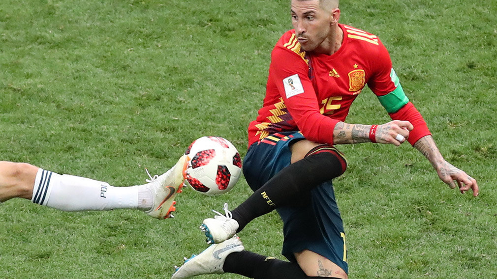 Moscow (Russian Federation), 01/07/2018.- Sergio Ramos of Spain in action during the FIFA World Cup 2018 round of 16 soccer match between Spain and Russia in Moscow, Russia, 01 July 2018. (RESTRICTIONS APPLY: Editorial Use Only, not used in association with any commercial entity - Images must not be used in any form of alert service or push service of any kind including via mobile alert services, downloads to mobile devices or MMS messaging - Images must appear as still images and must not emulate match action video footage - No alteration is made to, and no text or image is superimposed over, any published image which: (a) intentionally obscures or removes a sponsor identification image; or (b) adds or overlays the commercial identification of any third party which is not officially associated with the FIFA World Cup) (España, Mundial de Fútbol, Moscú, Rusia) EFE/EPA/ABEDIN TAHERKENAREH EDITORIAL USE ONLY