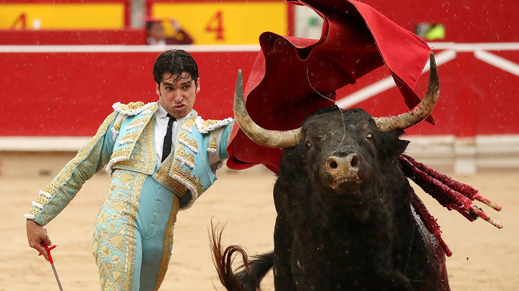 Spanish bullfighter Cayetano Rivera performs a pass to a bull during a bullfight at the San Fermin festival in Pamplona, Spain, July 13, 2018. REUTERS/Susana Vera