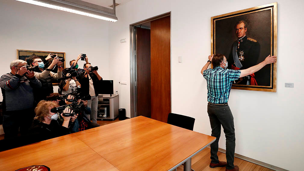 A worker withdraws the portrait of Emeritus King Juan Carlos from the regional Parliament in Pamplona, Navarra, Spain, 15 June 2020. Navarra's regional Parliament approved to withdraw the portrait of Emeritus King Juan Carlos from the building after the controversy of the alleged illegal commissions received in exchange of the construction of the high speed train to Mecca. EFE/ Jesus Diges