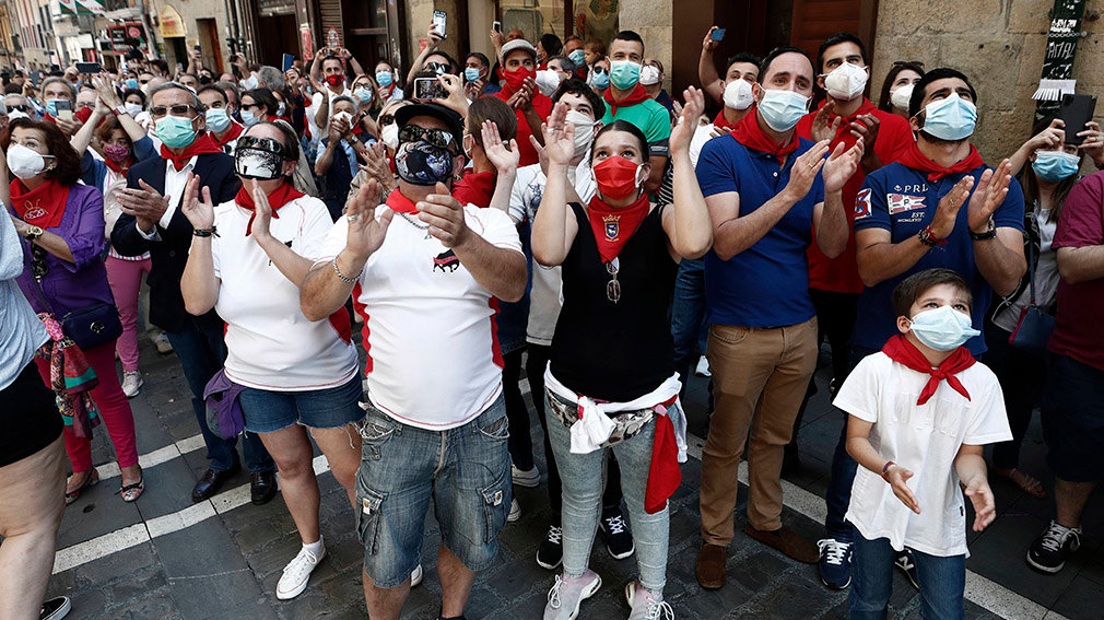 People wearing a face mask with the Sanfermines scarfs take part into a rally to defend the bullfighting and the tradictionals festivities in Pamplona, Navarra, northern of Spain on 20 June 2020. EFE/Jesus Diges