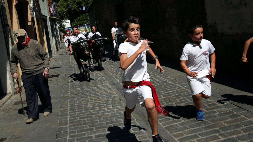 Children are chased by toy bulls during the San Fermin festival in Pamplona, Spain, July 11, 2017. REUTERS/Susana VeraCODE: X01622