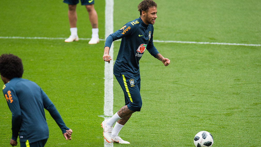 Brazil's player Neymar attends a team training session at Anfield in Liverpool, Britain, 02 June 2018. The Brazilian national soccer team prepares for the FIFA World Cup 2018 taking place in Russia from 14 June to 15 July 2018. (Mundial de Fútbol, Brasil, Rusia) EFE/EPA/PETER POWELL .