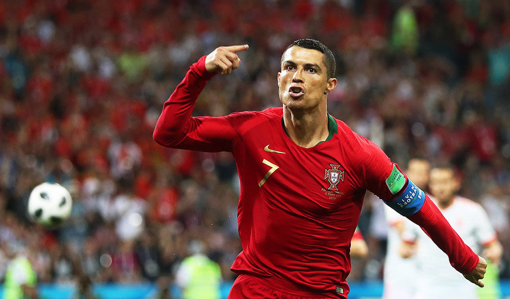 Sochi (Russian Federation), 15/06/2018.- Cristiano Ronaldo of Portugal celebrates after scoring the 1-0 lead from the penalty spot during the FIFA World Cup 2018 group B preliminary round soccer match between Portugal and Spain in Sochi, Russia, 15 June 2018. (RESTRICTIONS APPLY: Editorial Use Only, not used in association with any commercial entity - Images must not be used in any form of alert service or push service of any kind including via mobile alert services, downloads to mobile devices or MMS messaging - Images must appear as still images and must not emulate match action video footage - No alteration is made to, and no text or image is superimposed over, any published image which: (a) intentionally obscures or removes a sponsor identification image; or (b) adds or overlays the commercial identification of any third party which is not officially associated with the FIFA World Cup) (España, Mundial de Fútbol, Rusia) EFE/EPA/FRIEDEMANN VOGEL EDITORIAL USE ONLY