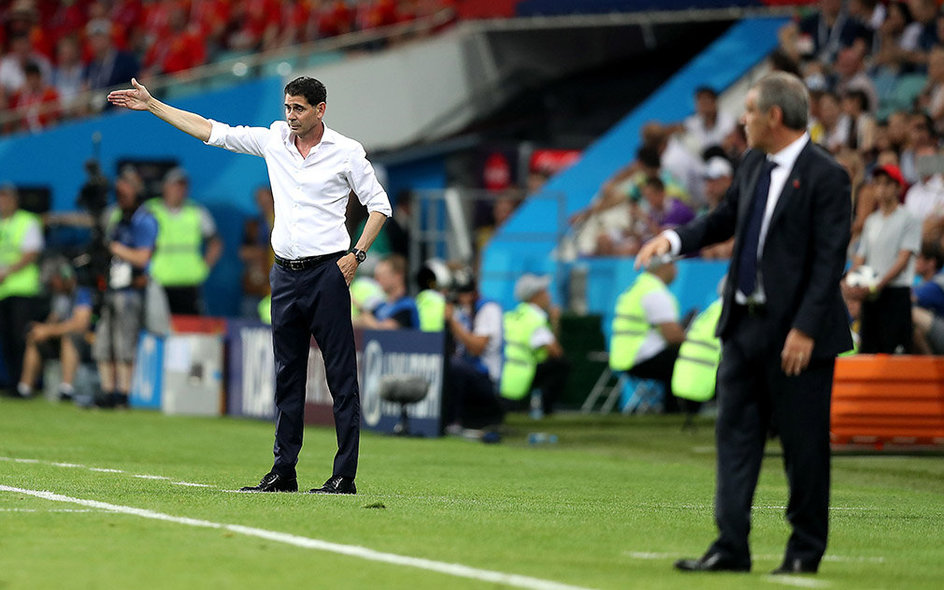 Sochi (Russian Federation), 15/06/2018.- Spain's head coach Fernando Hierro (L) and Portugal's head coach Fernando Santos react during the FIFA World Cup 2018 group B preliminary round soccer match between Portugal and Spain in Sochi, Russia, 15 June 2018. (RESTRICTIONS APPLY: Editorial Use Only, not used in association with any commercial entity - Images must not be used in any form of alert service or push service of any kind including via mobile alert services, downloads to mobile devices or MMS messaging - Images must appear as still images and must not emulate match action video footage - No alteration is made to, and no text or image is superimposed over, any published image which: (a) intentionally obscures or removes a sponsor identification image; or (b) adds or overlays the commercial identification of any third party which is not officially associated with the FIFA World Cup) (España, Mundial de Fútbol, Rusia) EFE/EPA/FRIEDEMANN VOGEL EDITORIAL USE ONLY EPA-EFE/FRIEDEMANN VOGEL EDITORIAL USE ONLY EDITORIAL USE ONLY