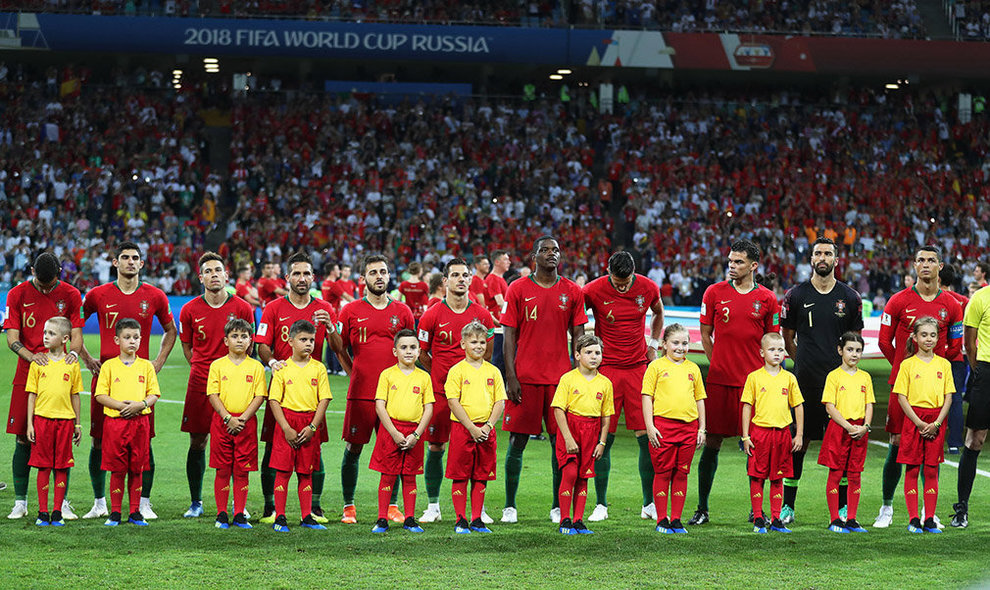 Sochi (Russian Federation), 15/06/2018.- Players of Portugal line up for the FIFA World Cup 2018 group B preliminary round soccer match between Portugal and Spain in Sochi, Russia, 15 June 2018. (RESTRICTIONS APPLY: Editorial Use Only, not used in association with any commercial entity - Images must not be used in any form of alert service or push service of any kind including via mobile alert services, downloads to mobile devices or MMS messaging - Images must appear as still images and must not emulate match action video footage - No alteration is made to, and no text or image is superimposed over, any published image which: (a) intentionally obscures or removes a sponsor identification image; or (b) adds or overlays the commercial identification of any third party which is not officially associated with the FIFA World Cup) (España, Mundial de Fútbol, Rusia) EFE/EPA/FRIEDEMANN VOGEL EDITORIAL USE ONLY