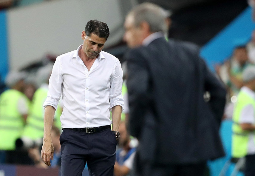 Sochi (Russian Federation), 15/06/2018.- Spain's head coach Fernando Hierro (L) and Portugal's Fernando Santos (R) react after the FIFA World Cup 2018 group B preliminary round soccer match between Portugal and Spain in Sochi, Russia, 15 June 2018. (RESTRICTIONS APPLY: Editorial Use Only, not used in association with any commercial entity - Images must not be used in any form of alert service or push service of any kind including via mobile alert services, downloads to mobile devices or MMS messaging - Images must appear as still images and must not emulate match action video footage - No alteration is made to, and no text or image is superimposed over, any published image which: (a) intentionally obscures or removes a sponsor identification image; or (b) adds or overlays the commercial identification of any third party which is not officially associated with the FIFA World Cup) (España, Mundial de Fútbol, Rusia) EFE/EPA/FRIEDEMANN VOGEL EDITORIAL USE ONLY EDITORIAL USE ONLY