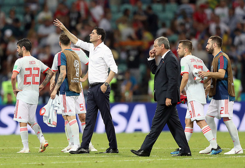 Sochi (Russian Federation), 15/06/2018.- Spain's head coach Fernando Hierro (C-L) and Portugal's Fernando Santos (C-R) react after the FIFA World Cup 2018 group B preliminary round soccer match between Portugal and Spain in Sochi, Russia, 15 June 2018. (RESTRICTIONS APPLY: Editorial Use Only, not used in association with any commercial entity - Images must not be used in any form of alert service or push service of any kind including via mobile alert services, downloads to mobile devices or MMS messaging - Images must appear as still images and must not emulate match action video footage - No alteration is made to, and no text or image is superimposed over, any published image which: (a) intentionally obscures or removes a sponsor identification image; or (b) adds or overlays the commercial identification of any third party which is not officially associated with the FIFA World Cup) (España, Mundial de Fútbol, Rusia) EFE/EPA/FRIEDEMANN VOGEL EDITORIAL USE ONLY EDITORIAL USE ONLY