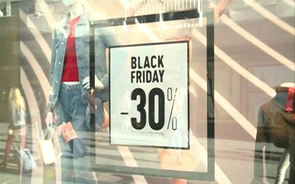 Un cartel anuncia el Black Friday. EP