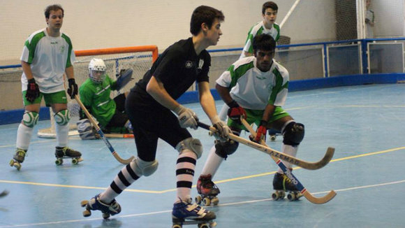 Partido de hockey patines. Foto facebook Iruña hockey.