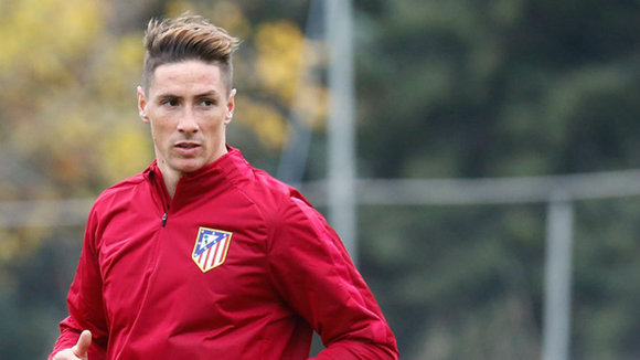 Fernando Torres con el chandal del equipo rojiblanco. Web At. Madrid.