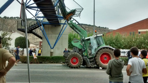 Accidente de un tractor en Azagra.