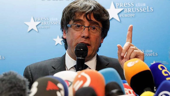 Sacked Catalan leader Carles Puigdemont attends a news conference at the Press Club Brussels Europe in Brussels, Belgium, October 31, 2017.  REUTERS/Yves HermanCODE: X00380