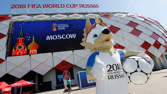 Moscow (Russian Federation), 15/06/2018.- A sculpture of Zabivaka, the official mascot of the FIFA World Cup 2018, stands in front of the Spartak Stadium in Moscow, Russia, 15 June 2018. Iceland and Argentina will play in the stadium 16 June in the FIFA World Cup 2018. (Mundial de Fútbol, Moscú, Rusia, Islandia) EFE/EPA/FELIPE TRUEBA