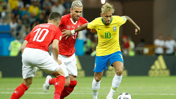 Rostov-on-don (Russian Federation), 17/06/2018.- Neymar (R) of Brazil and Valon Behrami (C) of Switzerland in action during the FIFA World Cup 2018 group E preliminary round soccer match between Brazil and Switzerland in Rostov-On-Don, Russia, 17 June 2018.