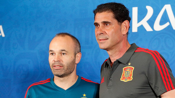 Kazan (Russian Federation), 19/06/2018.- Spain player Andres Iniesta (L) and head coach Fernando Hierro (R) during a press conference at the Kazan Arena stadium in Kazan, Russia, 19 June 2018. Spain will face Iran in the FIFA World Cup 2018 Group B preliminary round soccer match on 20 June 2018. (España, Mundial de Fútbol, Rusia) EFE/EPA/SERGEY DOLZHENKO EDITORIAL USE ONLY
