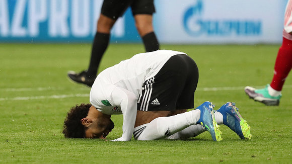 St.petersburg (Russian Federation), 19/06/2018.- Mohamed Salah of Egypt reacts after scoring a goal during the FIFA World Cup 2018 group A preliminary round soccer match between Russia and Egypt in St.Petersburg, Russia, 19 June 2018. (RESTRICTIONS APPLY: Editorial Use Only, not used in association with any commercial entity - Images must not be used in any form of alert service or push service of any kind including via mobile alert services, downloads to mobile devices or MMS messaging - Images must appear as still images and must not emulate match action video footage - No alteration is made to, and no text or image is superimposed over, any published image which: (a) intentionally obscures or removes a sponsor identification image; or (b) adds or overlays the commercial identification of any third party which is not officially associated with the FIFA World Cup) (Egipto, Mundial de Fútbol, Rusia) EFE/EPA/GEORGI LICOVSKI EDITORIAL USE ONLY