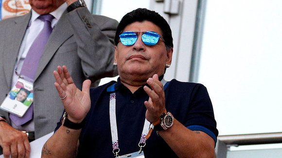 Kazan (Russian Federation), 30/06/2018.- Argentinian soccer legend Diego Maradona during the FIFA World Cup 2018 round of 16 soccer match between France and Argentina in Kazan, Russia, 30 June 2018. (RESTRICTIONS APPLY: Editorial Use Only, not used in association with any commercial entity - Images must not be used in any form of alert service or push service of any kind including via mobile alert services, downloads to mobile devices or MMS messaging - Images must appear as still images and must not emulate match action video footage - No alteration is made to, and no text or image is superimposed over, any published image which: (a) intentionally obscures or removes a sponsor identification image; or (b) adds or overlays the commercial identification of any third party which is not officially associated with the FIFA World Cup) (Mundial de Fútbol, Rusia, Francia) EFE/EPA/SERGEY DOLZHENKO EDITORIAL USE ONLY EDITORIAL USE ONLY EPA-EFE/SERGEY DOLZHENKO EDITORIAL USE ONLY EDITORIAL USE ONLY EDITORIAL USE ONLY