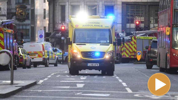 Una ambulancia tras el ataque en Londres EFE player