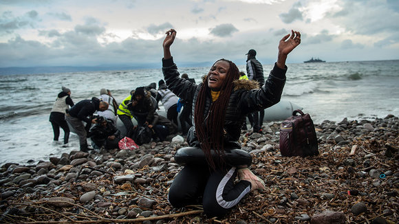 dpatop - 29 February 2020, Greece, Lesbos: A migrant from Africa reacts on the beach of the village Skala Sikamias after his arrival from Turkey in a rubber dinghy. Photo: Angelos Tzortzinis/dpa ONLY FOR USE IN SPAIN  dpatop - 29 February 2020, Greece, Lesbos: A migrant from Africa reacts on the beach of the village Skala Sikamias after his arrival from Turkey in a rubber dinghy. Photo: Angelos Tzortzinis/dpa  2/29/2020 ONLY FOR USE IN SPAIN
