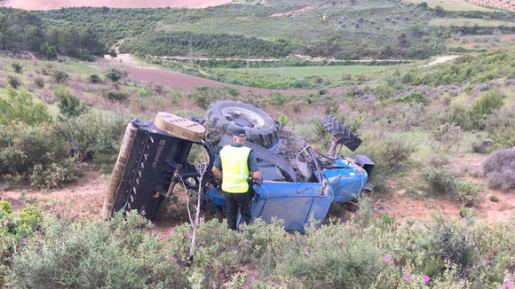 Accidente con un tractor en Viana (2) GUARDIA CIVIL