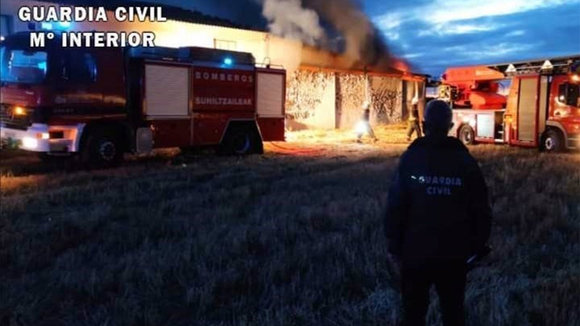 Incendio en una nave industrial en Cintruénigo. GUARDIA CIVIL