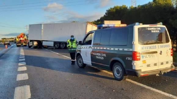 Accidente en la A-68, a la altura de Tudela, donde un camión ha volcado GUARDIA CIVIL