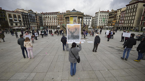 Concentración contra la caza en Pamplona. EUROPA PRESS