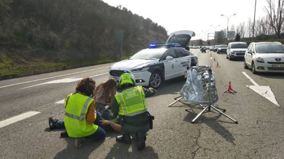 Accidente de un motorista en Sarriguren, en la PA-30. GUARDIA CIVIL