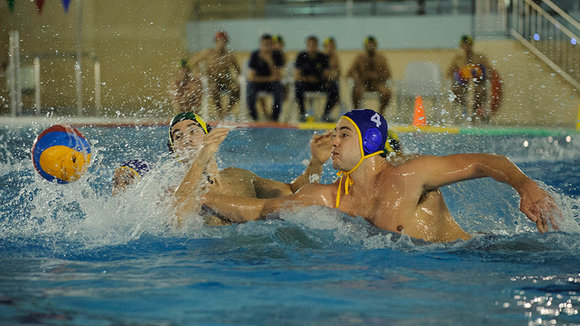 El Waterpolo Navarra da la cara ante el imparable Atletic Barceloneta, en la piscina de la CD Amaya