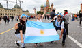 Moscow (Russian Federation), 21/06/2018.- Supporters of Argentina gather on the Red Square in central Moscow, Russia, 21 June 2018. Argentina will face Croatia in the FIFA World Cup 2018 group D preliminary round soccer match on 21 June 2018. (Croacia, Mundial de Fútbol, Moscú, Rusia) EFE/EPA/ABEDIN TAHERKENAREH