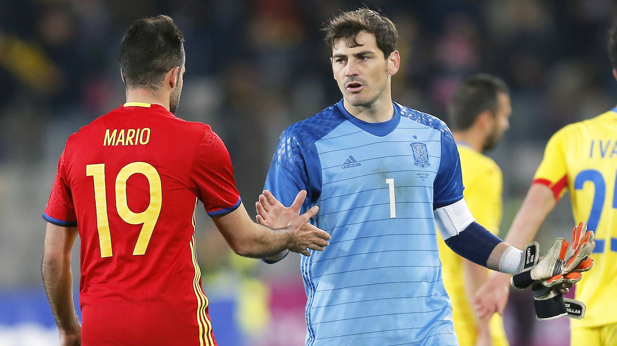 CLU22. Bucharest (Romania), 27/03/2016.- Spain's goalkeeper Iker Casillas (R) cheers up his teammate Mario Perez (L) at the end of the friendly soccer game between Romania and Spain, held at Cluj Arena stadium in Cluj city, 450 Km north-west from Buc