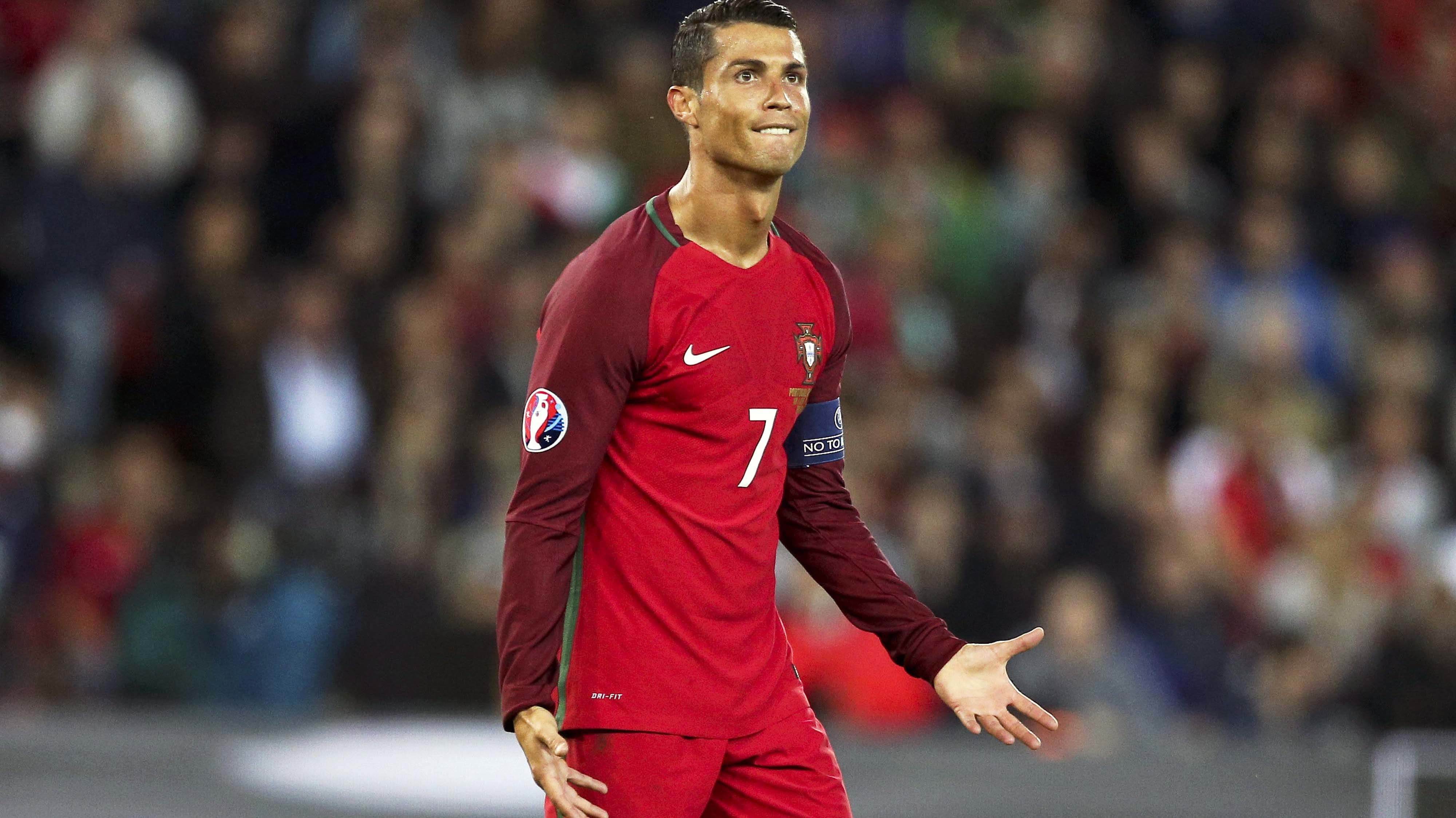 . Paris (France), 18/06/2015.- Portugal's Cristiano Ronaldo reacts during the UEFA EURO 2016 group F preliminary round match between Portugal and Austria at Parc des Princes Stadium in Paris, France, 18 June 2016. The match ended 0-0. (RESTRICTIONS A
