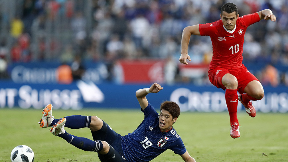 PK106 NATI. Lugano (Switzerland Schweiz Suisse), 08/06/2018.- Switzerland's Granit Xhaka, (R), in action against Japan's Hiroki Sakai (L), during an international friendly soccer match in preparation for the upcoming 2018 Fifa World Cup in Russia bet