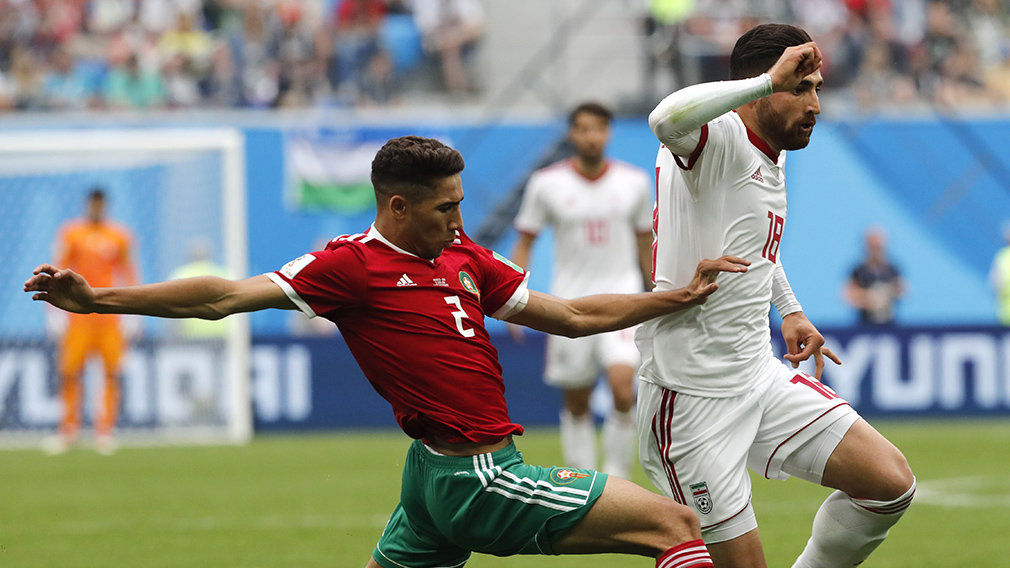St.petersburg (Russian Federation), 15/06/2018.- Achraf Hakimi (L) of Morocco and Alireza Jahanbakhsh of Iran in action during the FIFA World Cup 2018 group B preliminary round soccer match between Morocco and Iran in St.Petersburg, Russia, 15 June 2018.