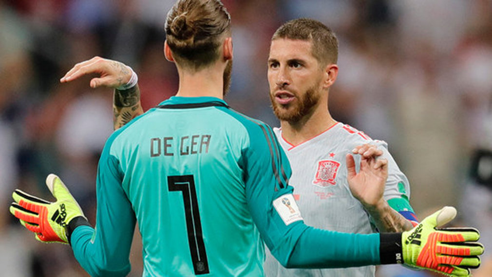 Sochi (Russian Federation), 15/06/2018.- Sergio Ramos (R) and goalkeeper David de Gea of Spain react after the FIFA World Cup 2018 group B preliminary round soccer match between Portugal and Spain in Sochi, Russia, 15 June 2018.