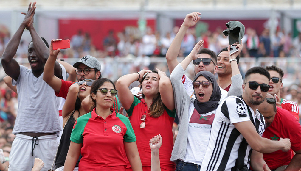 TP. Lisbon (Portugal), 20/06/2018.- Supporters of Morocco watch the broadcast of the FIFA World Cup 2018 group B preliminary round soccer match between Portugal and Morocco, in Lisbon, Portugal, 20 June 2018. The FIFA World Cup takes place in Russia from 14 June to 15 July 2018. (Mundial de Fútbol, Lisboa, Marruecos, Rusia) EFE/EPA/TIAGO PETINGA