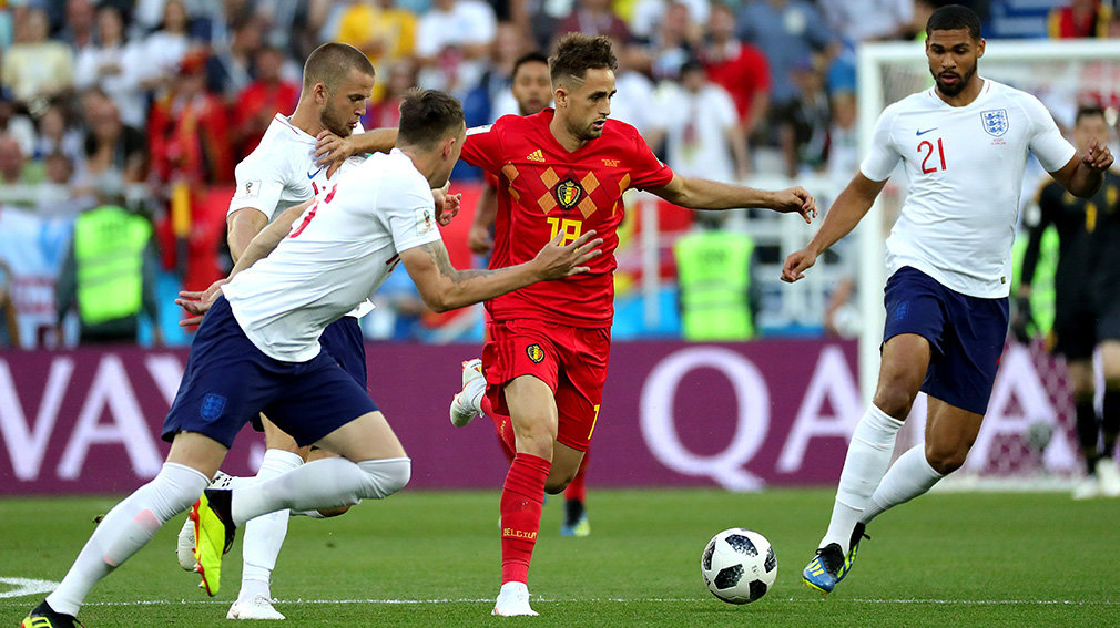 Kaliningrad (Russian Federation), 28/06/2018.- Adnan Januzaj of Belgium (2-R) and Ruben Loftus-Cheek of England (R0 in action during the FIFA World Cup 2018 group G preliminary round soccer match between England and Belgium in Kaliningrad, Russia, 28 June 2018. (RESTRICTIONS APPLY: Editorial Use Only, not used in association with any commercial entity - Images must not be used in any form of alert service or push service of any kind including via mobile alert services, downloads to mobile devices or MMS messaging - Images must appear as still images and must not emulate match action video footage - No alteration is made to, and no text or image is superimposed over, any published image which: (a) intentionally obscures or removes a sponsor identification image; or (b) adds or overlays the commercial identification of any third party which is not officially associated with the FIFA World Cup) (Mundial de Fútbol, Bélgica, Kaliningrado, Inglaterra, Rusia) EFE/EPA/ARMANDO BABANI EDITORIAL USE ONLY