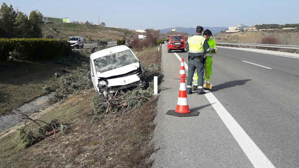 Accidente en la AP-15, a la altura de Barásoain. GUARDIA CIVIL