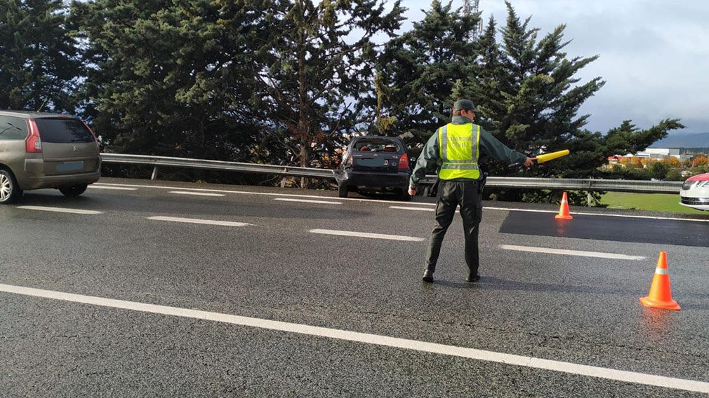 Un trasladado al CHN en un accidente múltiple entre tres coches en Berrioplano. GUARDIA CIVIL