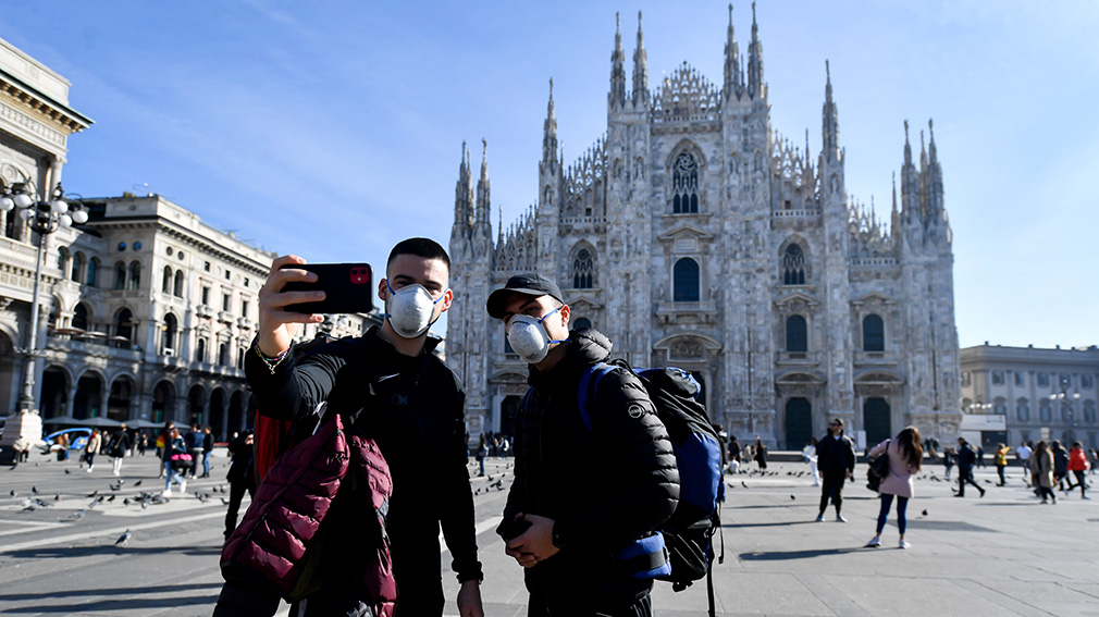 24 February 2020, Italy, Milan: Two tourists take a selfie while wearing surgical masks in front of the Duomo di Milano amid the outbreak of the coronavirus. Photo: Claudio Furlan/LaPresse via ZUMA Press/dpa ONLY FOR USE IN SPAIN  24 February 2020, Italy, Milan: Two tourists take a selfie while wearing surgical masks in front of the Duomo di Milano amid the outbreak of the coronavirus. Photo: Claudio Furlan/LaPresse via ZUMA Press/dpa  2/24/2020 ONLY FOR USE IN SPAIN