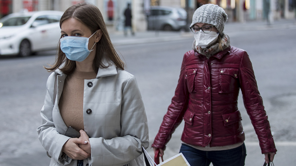 09 March 2020, Italy, Rome: Two women wade through the  streets while wearing surgical masks amid the coronavirus outbreak. Photo: Roberto Monaldo/LaPresse via ZUMA Press/dpa ONLY FOR USE IN SPAIN  09 March 2020, Italy, Rome: Two women wade through the  streets while wearing surgical masks amid the coronavirus outbreak. Photo: Roberto Monaldo/LaPresse via ZUMA Press/dpa  3/9/2020 ONLY FOR USE IN SPAIN